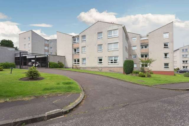 2 Bedrooms Flat for sale in East Court, Ravelston House Park, Edinburgh, EH4 3LZ