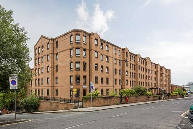 2 Bedrooms Flat for sale in West Graham Street, Glasgow, G4 9LH