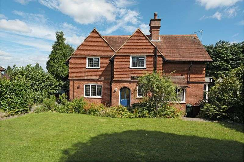 3 Bedrooms Detached House for sale in St Johns Road, Crowborough, East Sussex