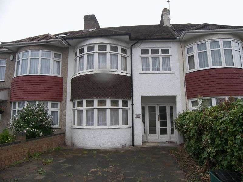 3 Bedrooms Terraced House for sale in STRADBROKE GROVE, CLAYHALL IG5