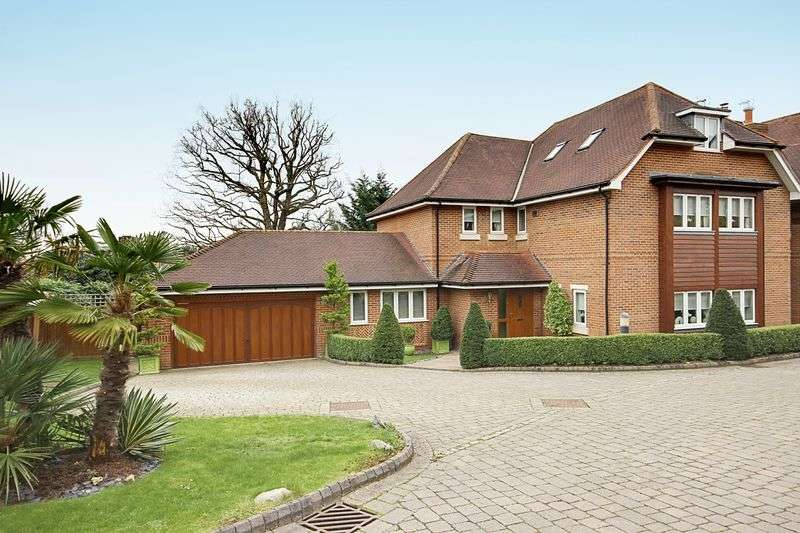 5 Bedrooms Detached House for sale in Tolmers Gardens, Cuffley, Hertfordshire