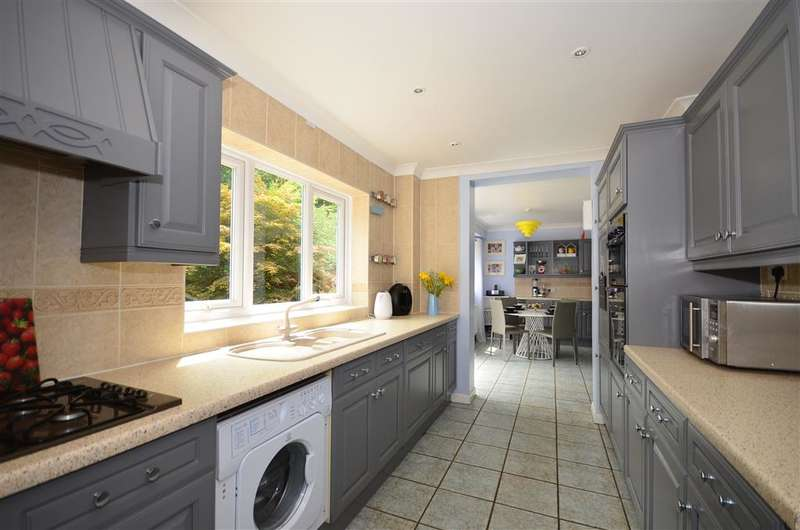 4 Bedrooms Detached House for sale in Holtwood Avenue, Aylesford, Kent