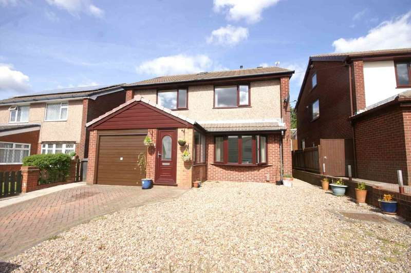 4 Bedrooms Detached House for sale in Pennine Road, Horwich