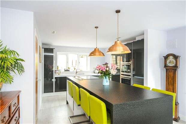 3 Bedrooms Detached House for sale in Bredon, Tewkesbury, Gloucestershire, GL20 7LG