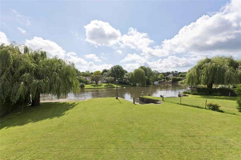 6 Bedrooms Detached House for sale in Hamm Court, Weybridge, Surrey, KT13