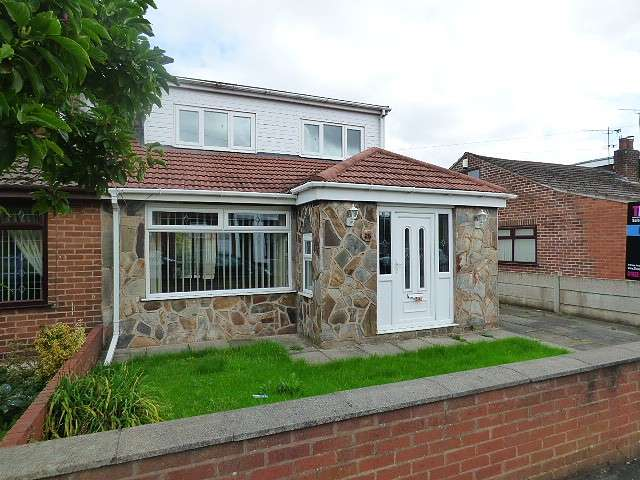 3 Bedrooms Bungalow for sale in Jackson Street, Burtonwood, Warrington