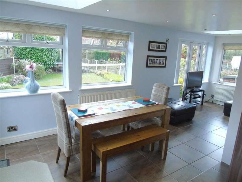 3 Bedrooms Property for sale in Wood Lane, Ashton-under-lyne, Lancashire, OL6