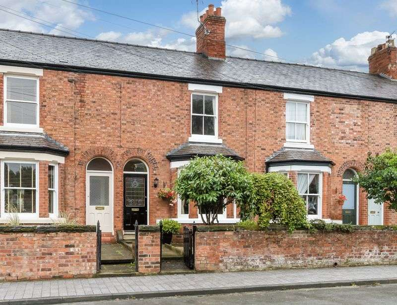 3 Bedrooms Terraced House for sale in The Crescent, Northwich