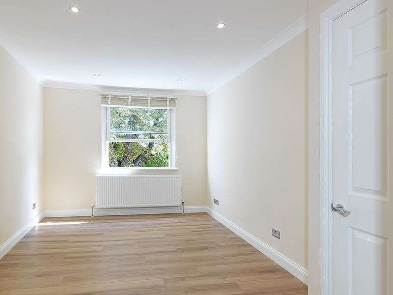 1 Bedroom Flat for sale in Thorkhill Road, Thames Ditton, KT7