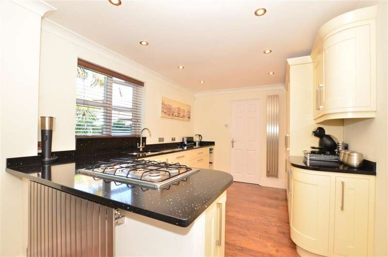 5 Bedrooms Detached House for sale in Gower Road, Horley, Surrey