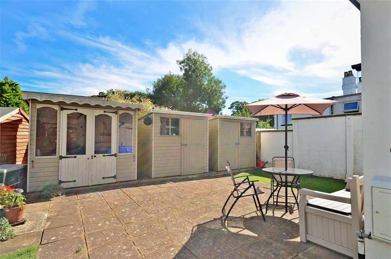 3 Bedrooms Semi Detached House for sale in High Road, Camp Hill, Newport, Isle of Wight