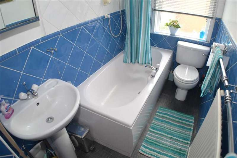2 Bedrooms Property for sale in Mossley Road, Ashton-under-lyne, Lancashire, OL6