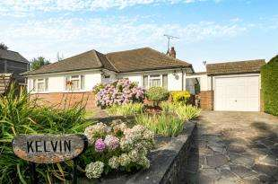 4 Bedrooms Bungalow for sale in Hillside Road, Tatsfield, Westerham, Surrey