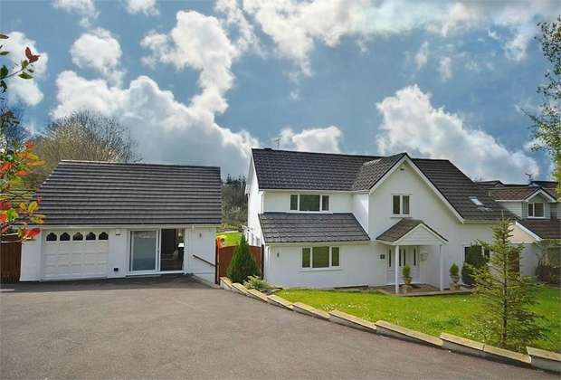 5 Bedrooms Detached House for sale in Old Hill, Off Belmont Hill, Caerleon