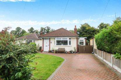 2 Bedrooms Bungalow for sale in Oakfield Avenue, Upton, Chester, Cheshire, CH2