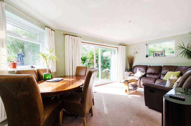 3 Bedrooms House for sale in Pine Gardens, Ruislip, HA4