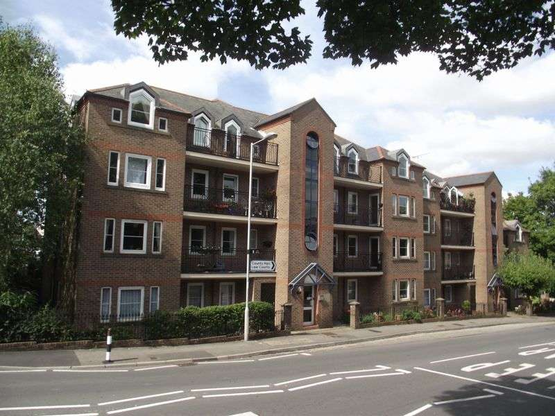 3 Bedrooms Flat for sale in The Grove, Dorchester