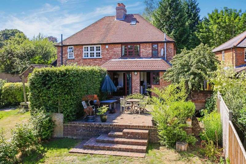 3 Bedrooms Semi Detached House for sale in Wormley. Tucked Away Position With Rural Aspect.