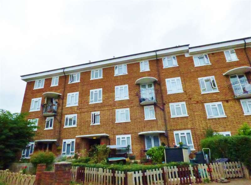 3 Bedrooms Maisonette Flat for sale in Hazel Close, Brentford, , TW8 8NG