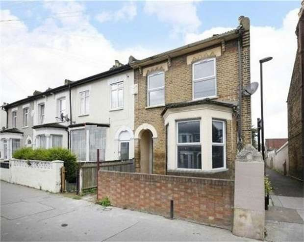 2 Bedrooms Flat for sale in Carmichael Road, South Norwood, London