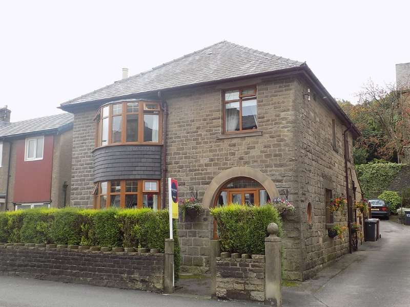 3 Bedrooms Detached House for sale in West Road, Buxton