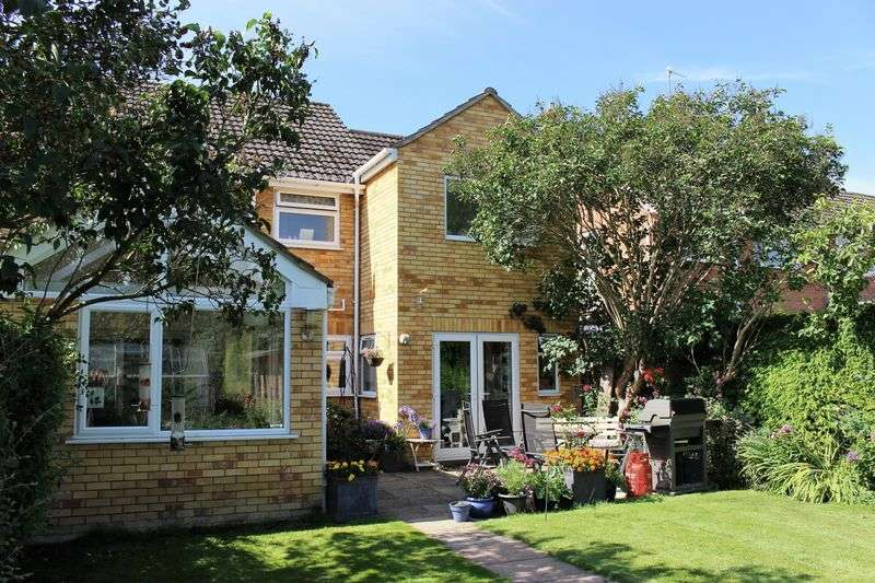 4 Bedrooms Semi Detached House for sale in The Rise, Calne