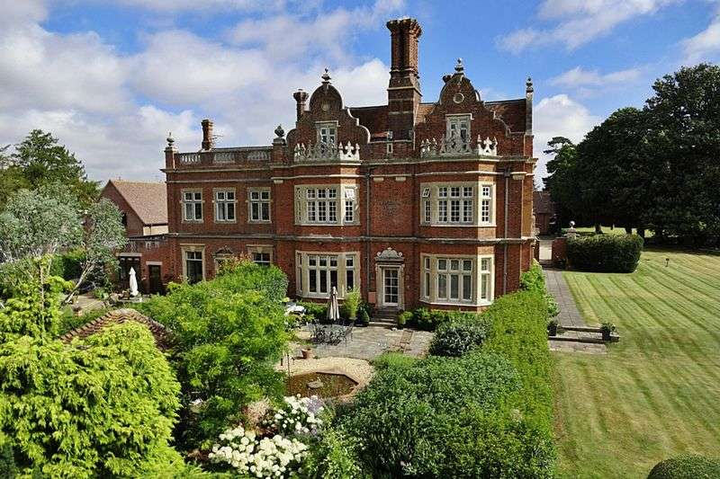 2 Bedrooms Flat for sale in Westoning Manor, Westoning