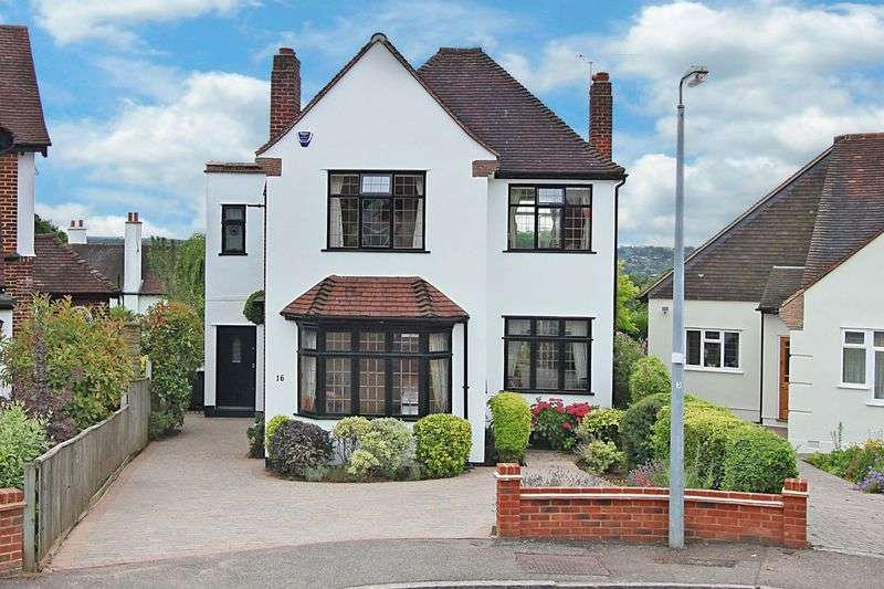 3 Bedrooms Detached House for sale in Forest Side, Buckhurst Hill