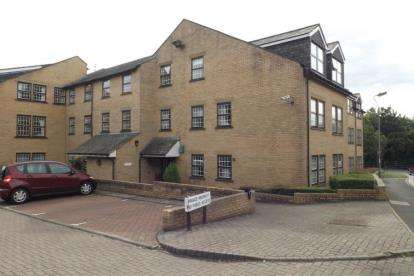 2 Bedrooms Flat for sale in Meadowfield Park, Ponteland, Newcastle upon Tyne, Northumberland, NE20