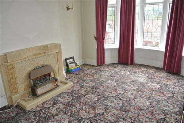 3 Bedrooms Semi Detached House for sale in Broadway, Blackpool