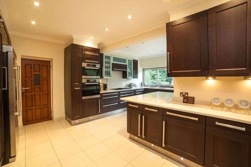 5 Bedrooms Detached House for sale in Lyonsdown Road, New Barnet, EN5