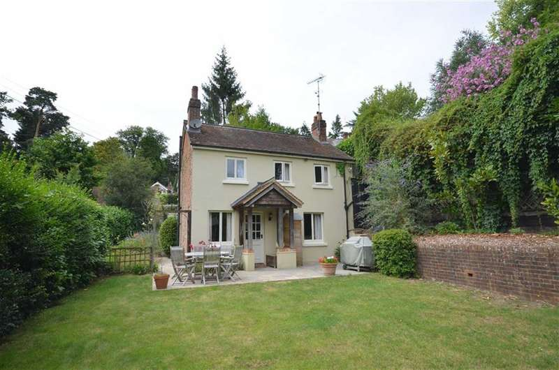 4 Bedrooms Property for sale in Old Church Lane, Farnham