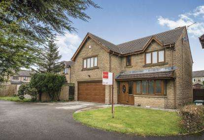 4 Bedrooms Detached House for sale in The Pickerings, Queensbury, Bradford, West Yorkshire