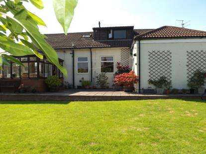 4 Bedrooms Bungalow for sale in Gilling Road, Richmond, North Yorkshire, Richmond