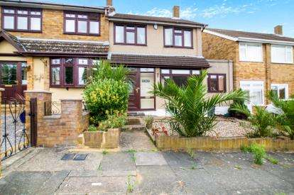3 Bedrooms Terraced House for sale in Romford