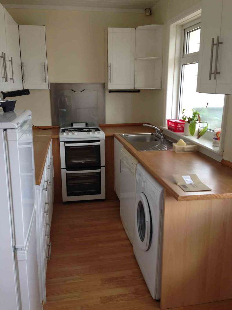 3 Bedrooms Semi Detached House for sale in Broad Lane, Pudsey