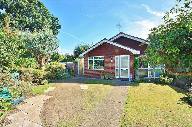 2 Bedrooms Detached Bungalow for sale in Hollybank, West End, Woking, Surrey, GU24