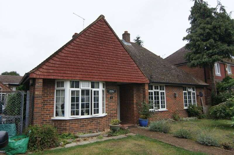 4 Bedrooms Detached Bungalow for sale in South Road, Ash Vale