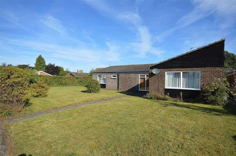 5 Bedrooms Detached Bungalow for sale in Glebe Road Watton