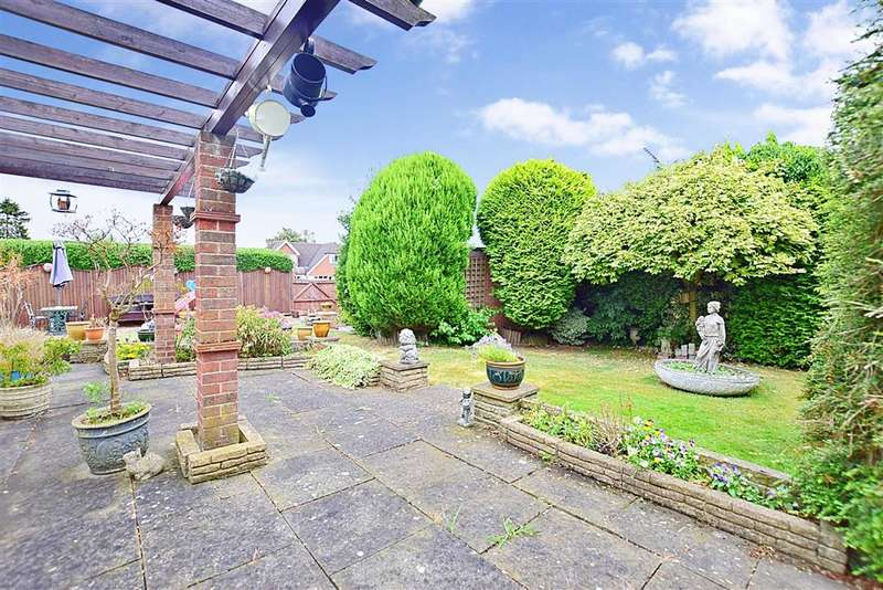 3 Bedrooms Bungalow for sale in Hever Avenue, West Kingsdown, Sevenoaks, Kent