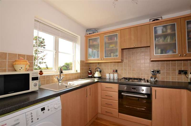 3 Bedrooms Semi Detached House for sale in Thistle Drive, Whitstable, Kent
