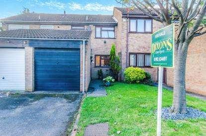 3 Bedrooms Terraced House for sale in Bloomfield Drive, Willenhall, West Midlands