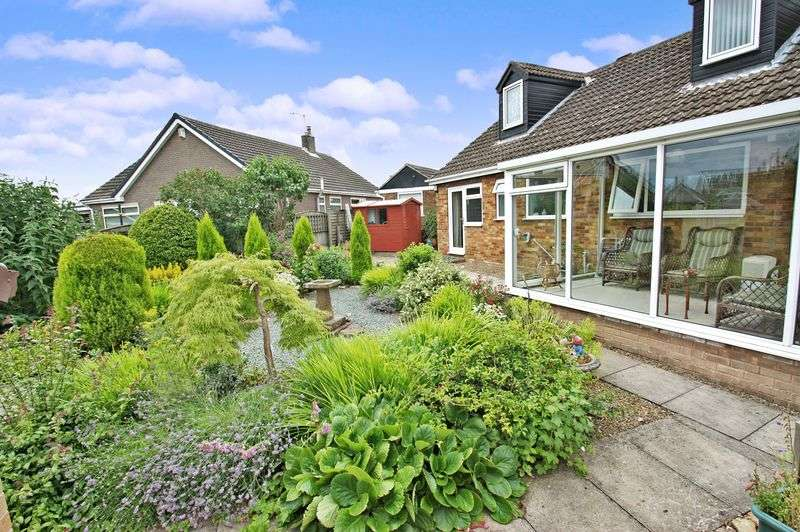 4 Bedrooms Detached Bungalow for sale in Springfield Crescent, Kirk Smeaton