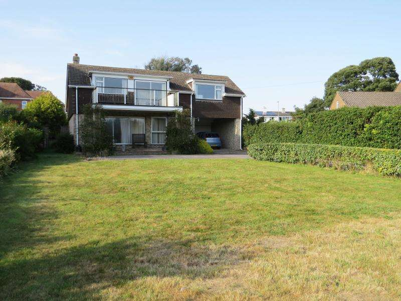 4 Bedrooms Detached House for sale in Barton Common Road, NEW MILTON, BH25