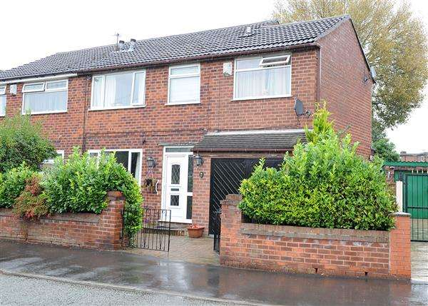 4 Bedrooms Semi Detached House for sale in 136A Lords Street, Cadishead, M44 5YB