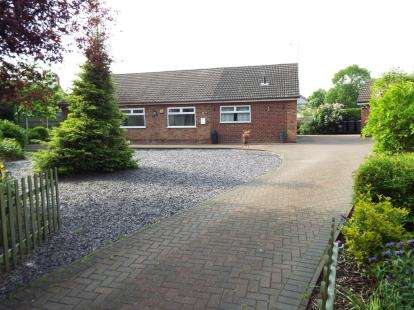 3 Bedrooms Bungalow for sale in Twin Oaks Drive, Sutton-In-Ashfield