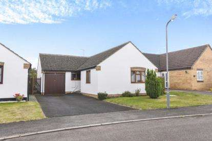 3 Bedrooms Bungalow for sale in Blacksmiths Close, Sedgeberrow, Evesham, Worcestershire