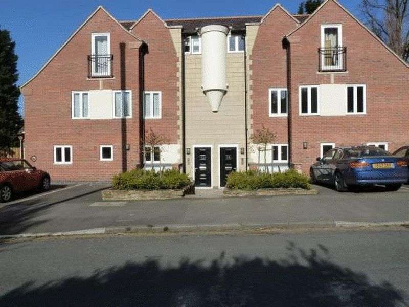 4 Bedrooms House for sale in Harlaxton Drive, Nottingham