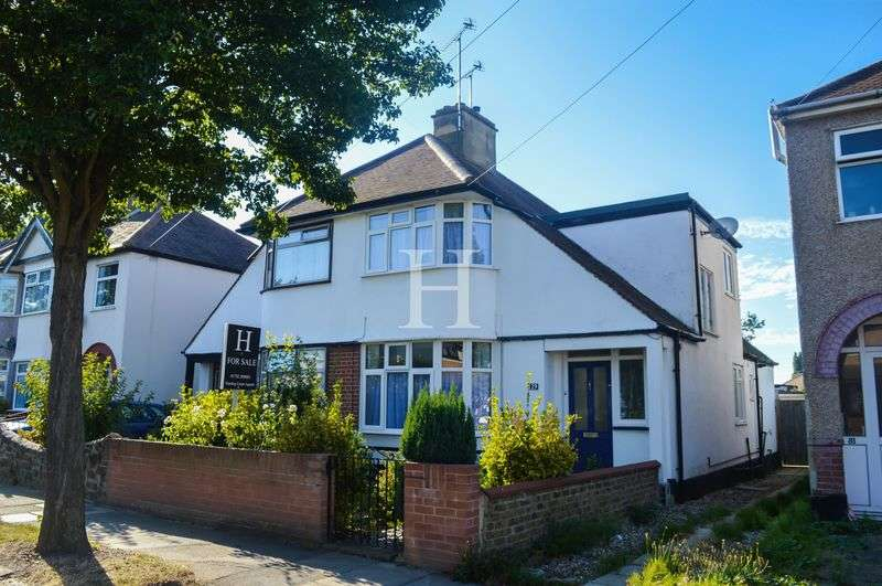 3 Bedrooms Semi Detached House for sale in St. Lukes Road, Southend-On-Sea, Essex, SS2