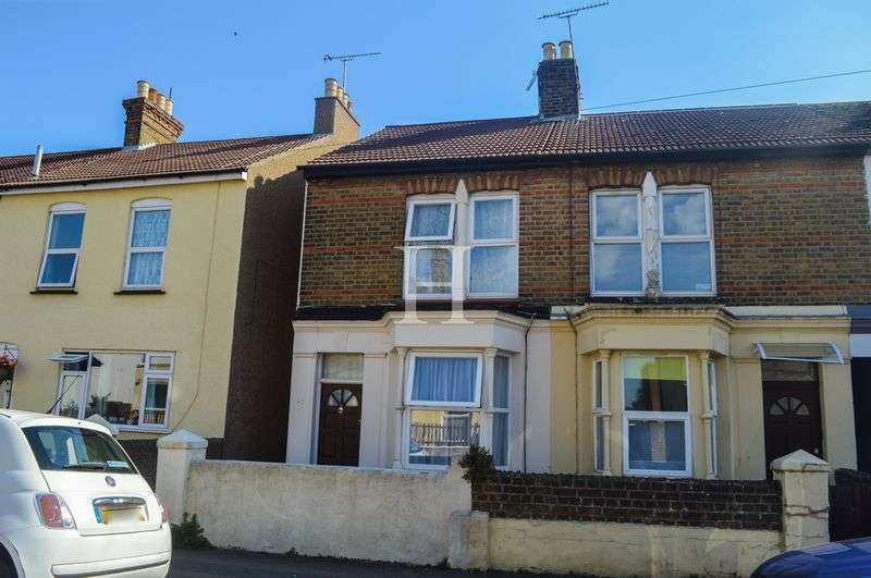 2 Bedrooms Terraced House for sale in Seaview Road, Southend-On-Sea, Essex, SS3